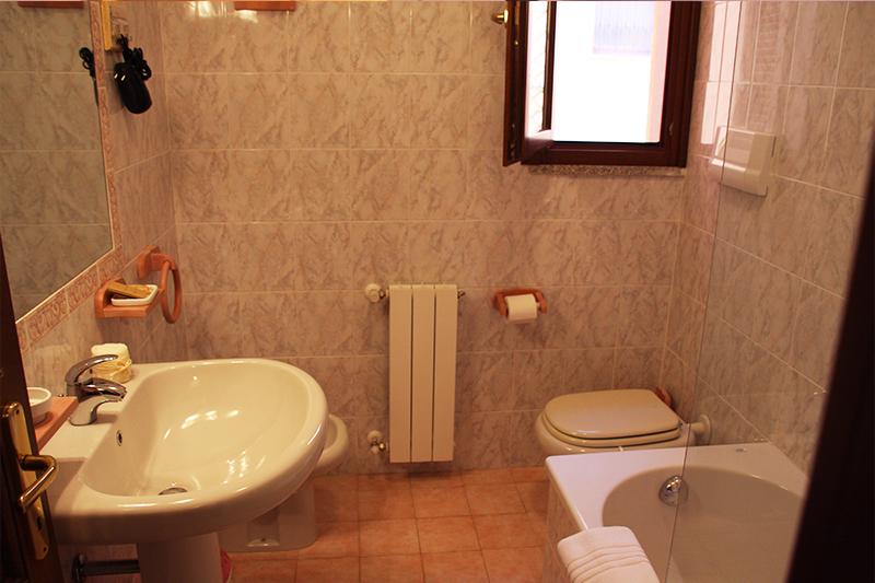 L'Alloggio B&B - Standard-Room-Particolare-Bagno - Olbia